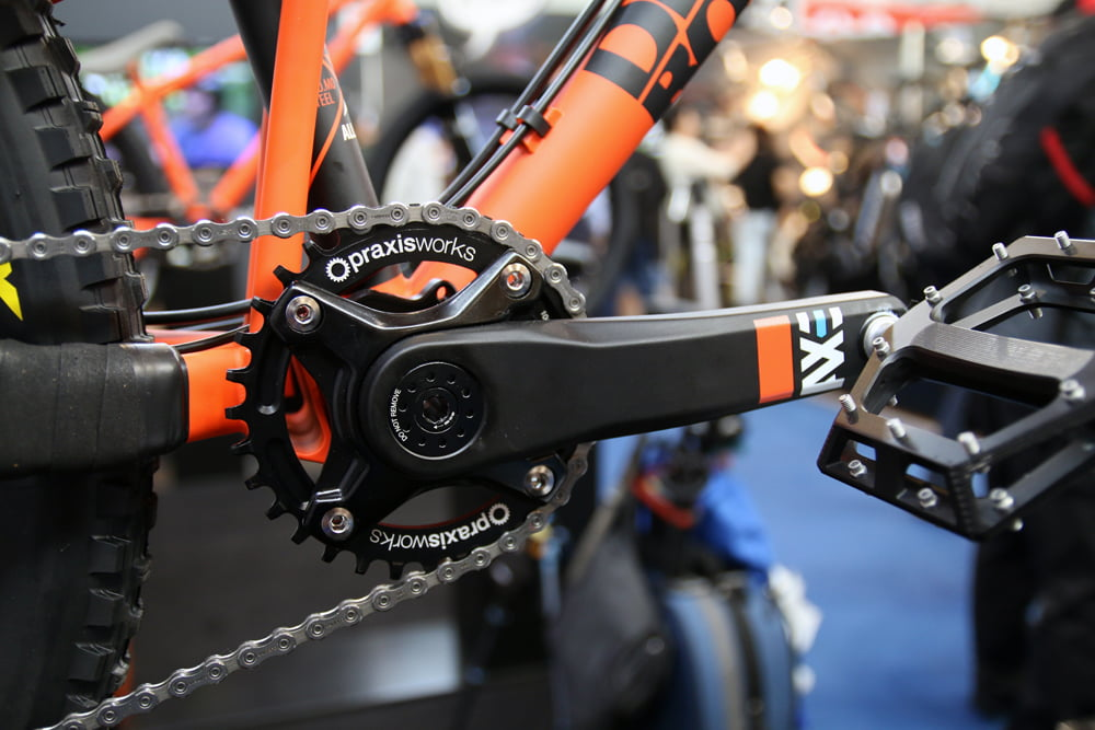 DMR-cranks-wheels-saddle-enduro-3