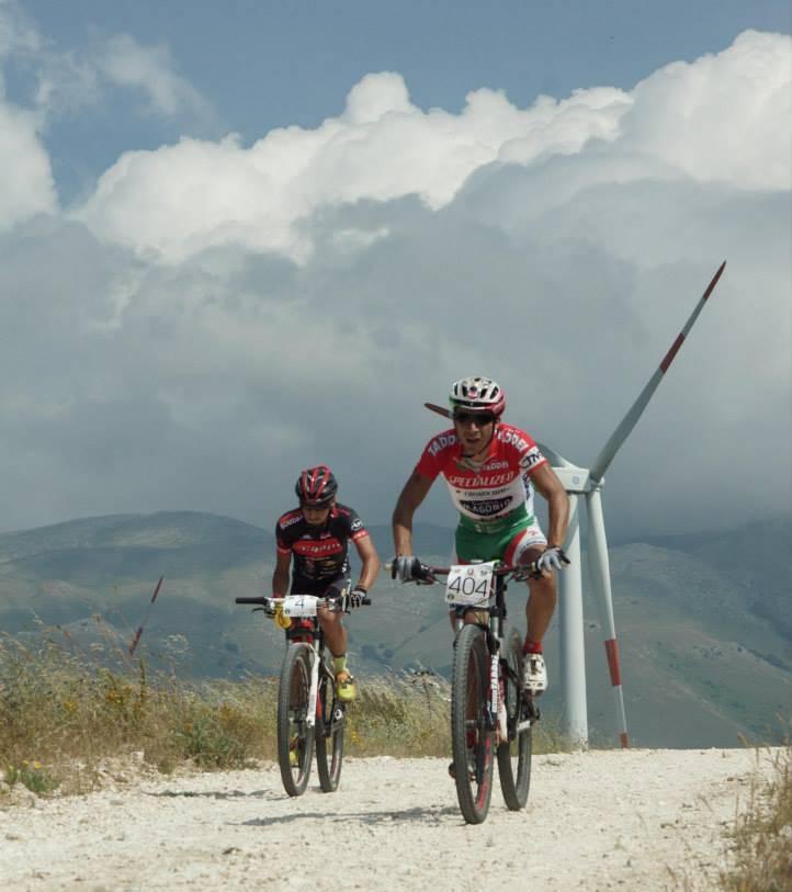 GF Sentieri dei Lupi 2013 Marco Cellini in azione vicino le pale eoliche