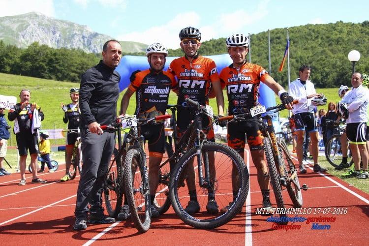 Terminillo Mtb Race 2016 podio Guiducci-Piancatelli-Chiodi con l'organizzatore Paolo Ferri
