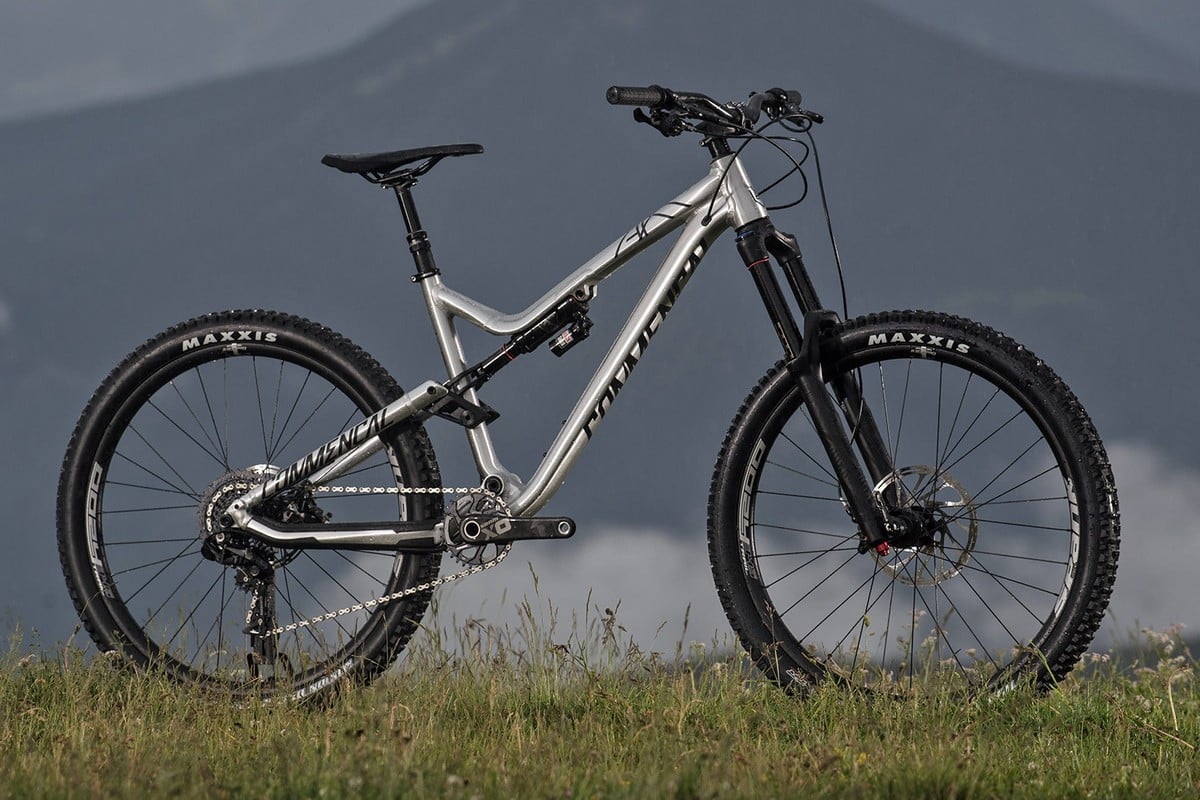 Commencal_Meta-AM-v4-2-World-Cup_aluminum-160mm-enduro-mountain-bike_brushed-outside