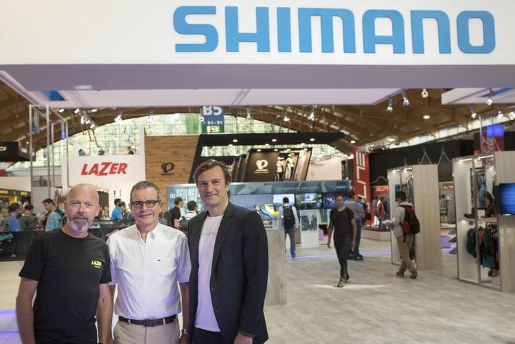Da sinistra: il direttore di Lazer, Sean van Waes, il direttore di Shimano Europe, Marc Van Rooij, e il direttore alle vendite Lazer, Peter Steenwegen