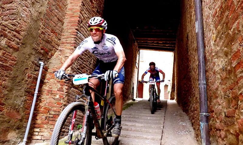 ciclisti-impegnati-alla-gf-bassa-valdichiana