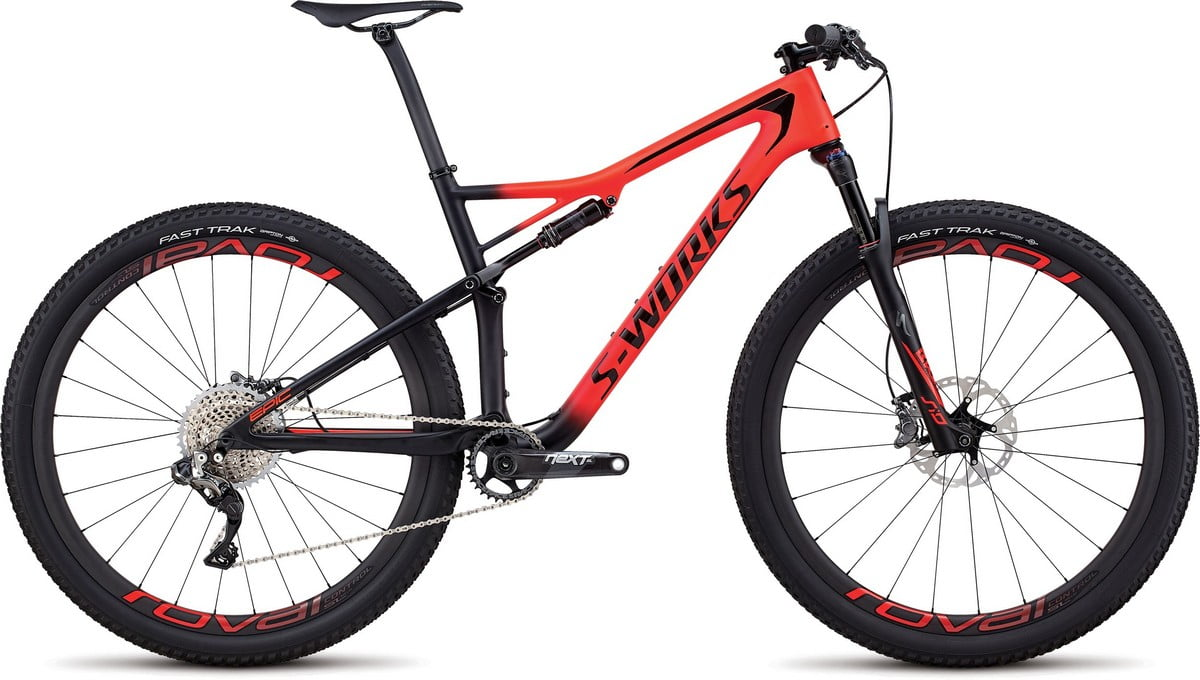 90318-00_EPIC-MEN_SW-CARBON-DI2-29_RKTRED-BLK_HERO