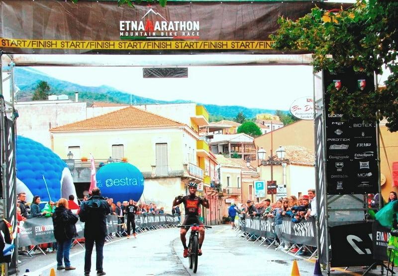 L'arrivo di Giuseppe Di Salvo Etna Marathon 2017