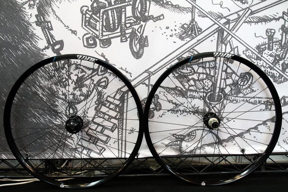 DMR-cranks-wheels-saddle-enduro-10