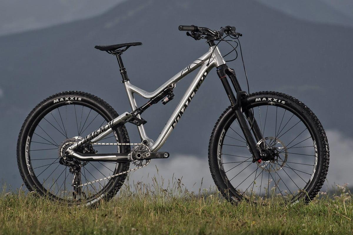 Commencal_Meta-AM-v4-2-World-Cup_aluminum-160mm-enduro-mountain-bike_brushed-outside