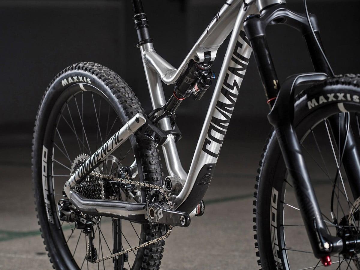 Commencal_Meta-AM-v4-2_aluminum-160mm-enduro-mountain-bike_bb