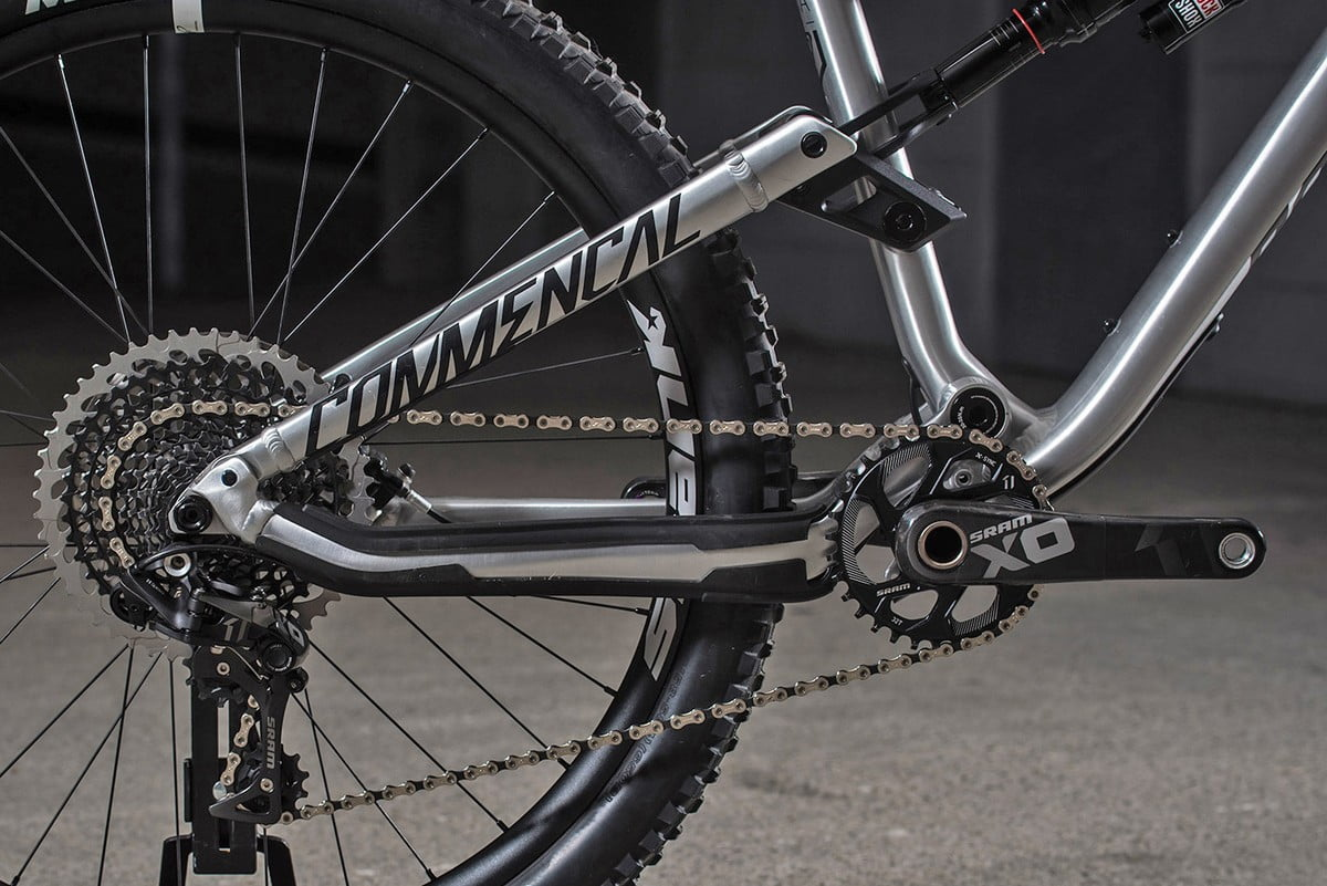 Commencal_Meta-AM-v4-2_aluminum-160mm-enduro-mountain-bike_rear-end-1
