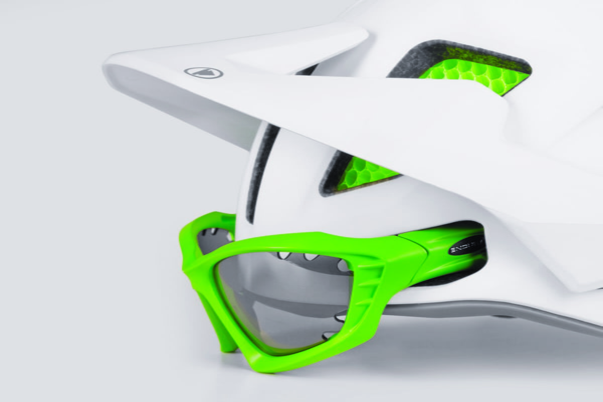 MT500 Helmet Glasses Dock2