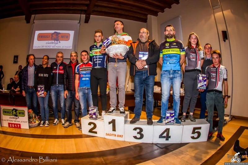 """Le undici società """"Friuli Mtb Challenge"""" premiate per l'occasione"""