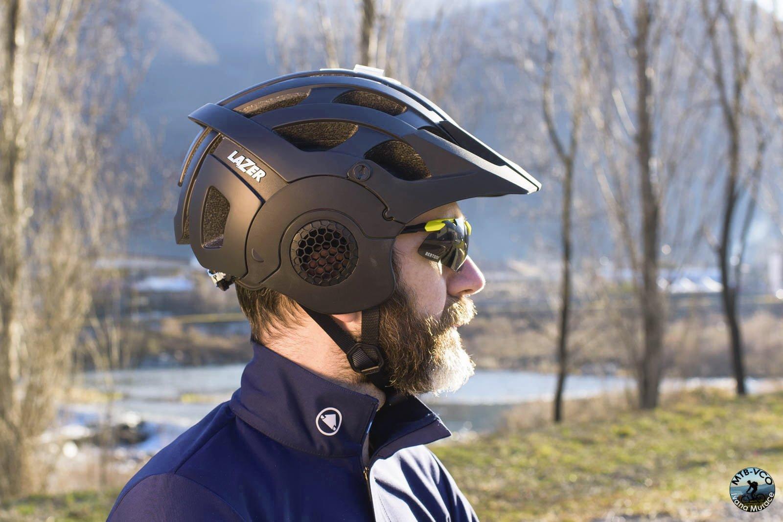 Lixada Berretto Sottocasco da Uomo Antivento con Paraorecchie e Asole per Gli Occhiali Beanie Fodera per Casco da Bici Copricapo Invernale for per Il Ciclismo Motociclismo in Esecuzione Sciare